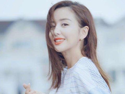 佟丽娅素颜现身国外被偶遇,网友:真人和照片上没法比