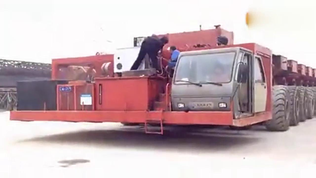 载重900吨的运梁车见过吗?我最好奇这个司机是什么级别的驾照