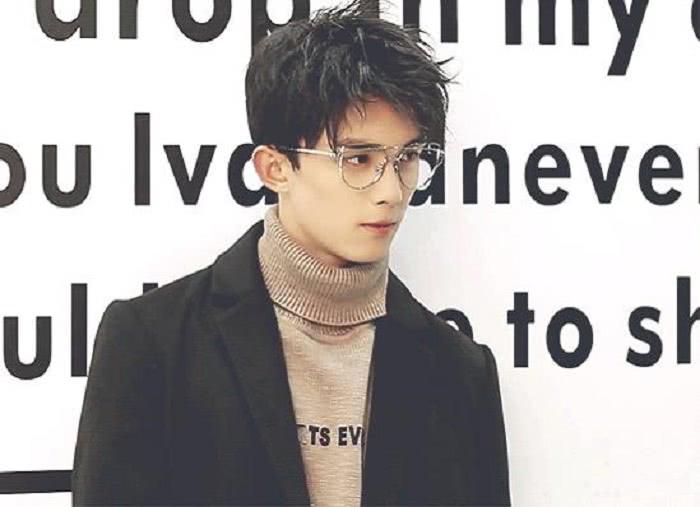 吴磊金丝眼镜