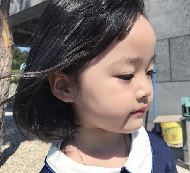 权律二的双丸子头是很美,却比不上王栎鑫表情来女儿动女人图片包求