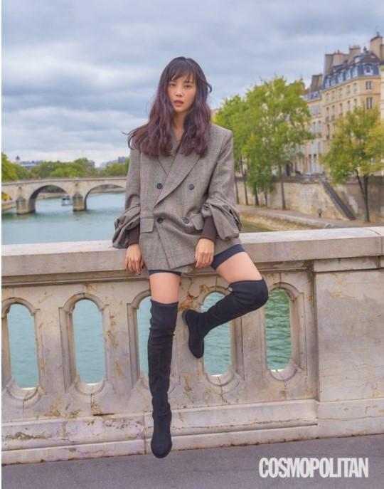 韩国女艺人尹胜雅法国巴黎拍时装照