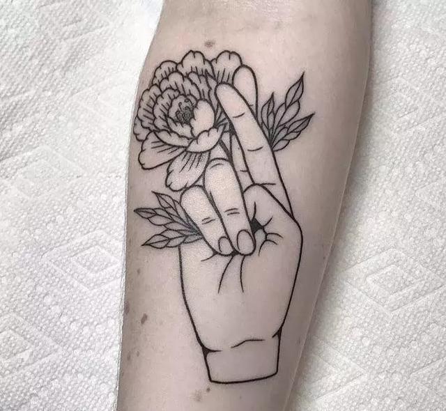 纹身素材——黑灰线条花朵图片