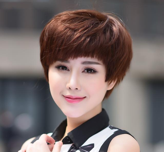 四五十岁的女人别乱剪发,2018年超流行的发型,年轻十岁不止图片