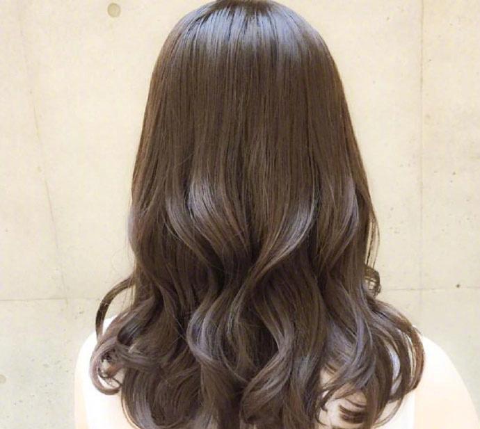 微卷中长发烫发发型, 今年冬天头发这样烫美的刚刚好!图片