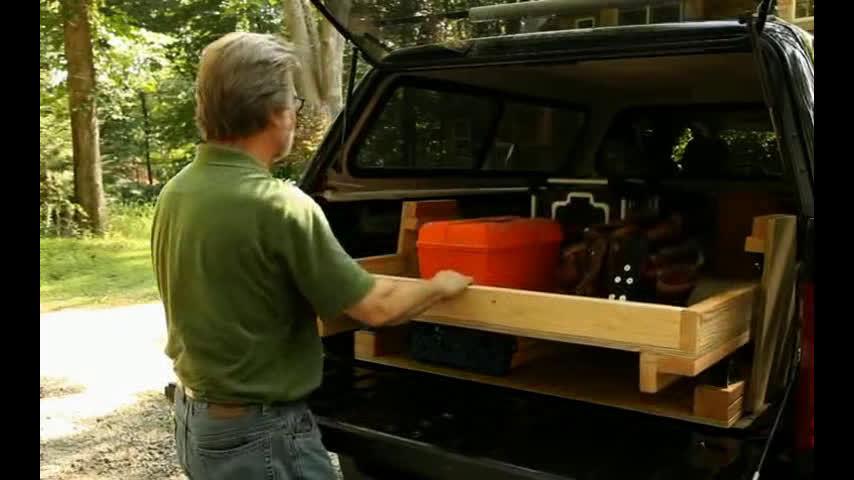 大的SUV车型后备箱里的工具箱,分两层可手动拖出,你觉得怎样?  ?