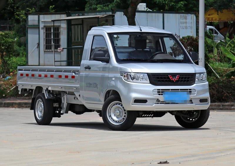 面包车不能拉货,五菱推出新车型,拉货拉人都可以,4万多起售!