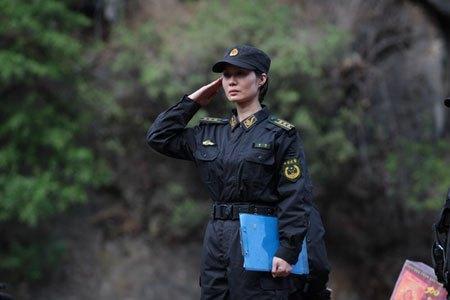 她是中国最大校悬疑,16美女伍,军衔警花,却嫁给岁入媚美女图片