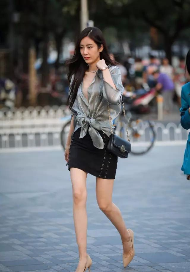 街拍: 超极苗条长腿美女, 就是看着动人!