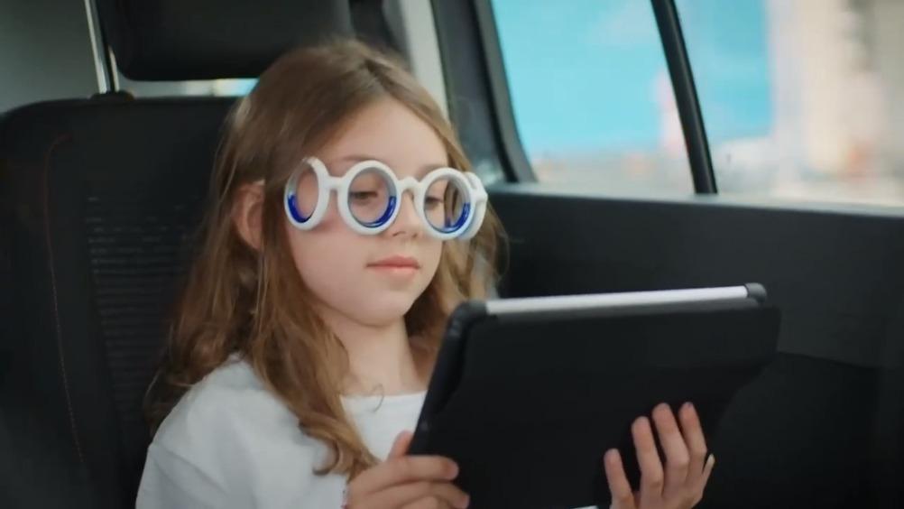雪铁龙新产品,黑科技?这款Seetroen号称可以防止晕车,通过镜框周围...