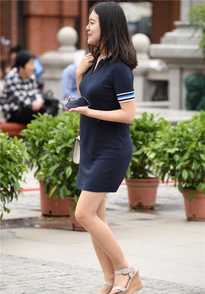 街拍美女,丰臀细腰身姿曼妙的女人,走路姿势美到窒息
