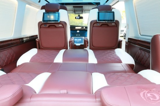 GMC商务之星是一款非常典型的美国商务车
