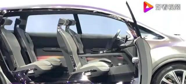 吉利终于放大招了,新款MPV车型比大奔还帅,售价仅仅12万