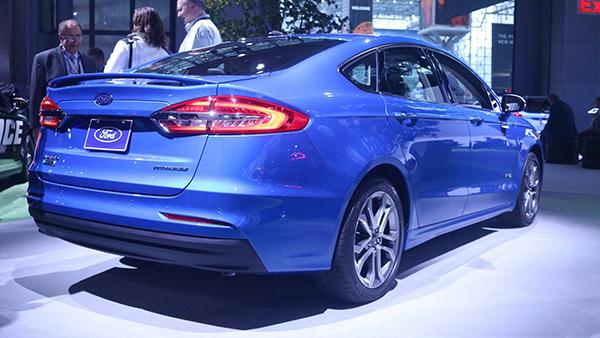 加入大量主动安全配置的新款Fusion亮相纽约车展