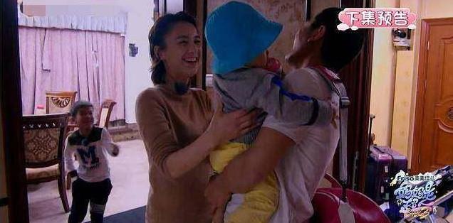 黄圣依笑脸相迎要抱小儿子,却遭拒绝,杨子的一句话说明一切