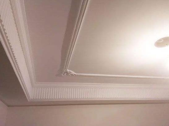 家里装修别再做石膏线吊顶了,现在都盛行这样设计,省钱又大气