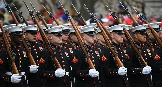 美国总统特朗普原计划要在华盛顿举行盛大的阅兵仪式.