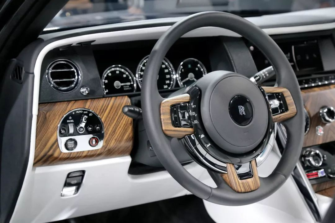 看完库里南的9个小细节!就知道为啥它是全球最豪SUV