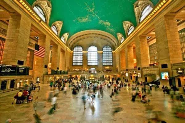 世界最大火车站, 竟是著名公共艺术馆, 还专门提供接吻的地方图片