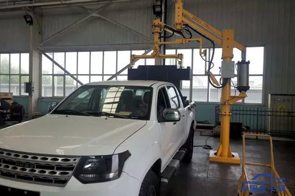 纯电 四驱 黄海N2矿山辅助运输皮卡车下线