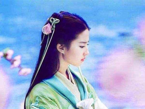调皮可爱的雪见和深情温柔的夕瑶,杨幂一人演绎出了完美.