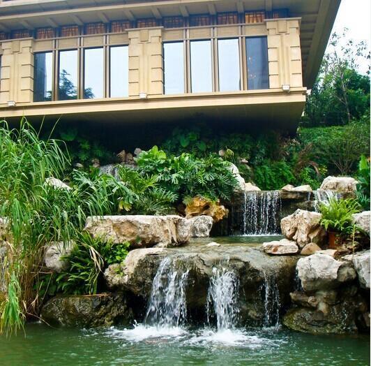 根据庭院空间的不同,采取多种手法进行引水造景(如叠水溪流,瀑布,涉图片