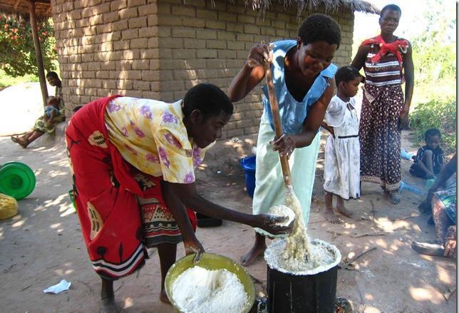 非洲人喜欢吃手抓饭,这菜看起来虽然还不错,但是直接用手抓着吃让我图片