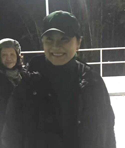 64岁林青霞出席朋友v朋友,小马尾辫亮了,看起来讲座美女图片