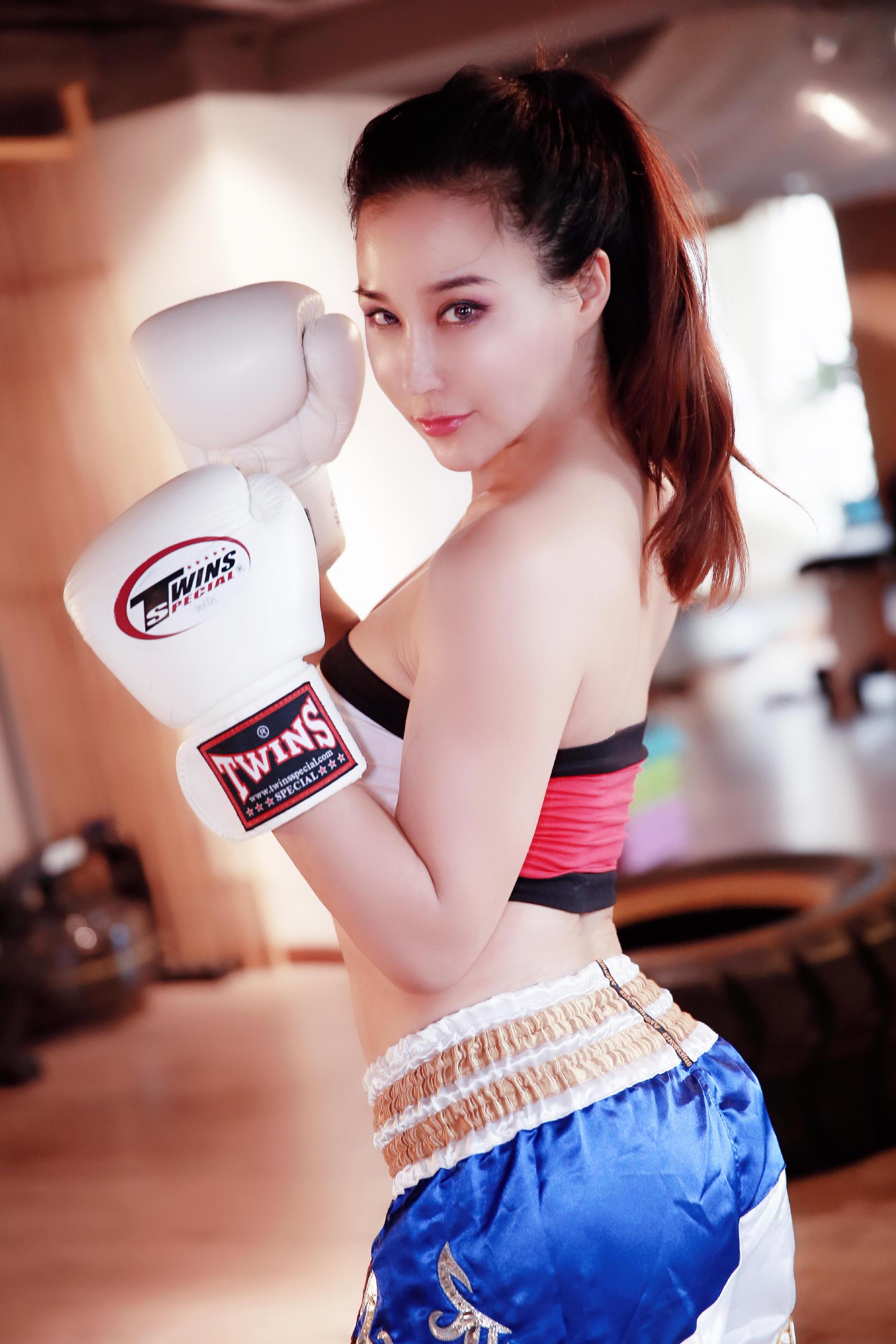 三国混血演员安娜金一组泰拳写真曝光