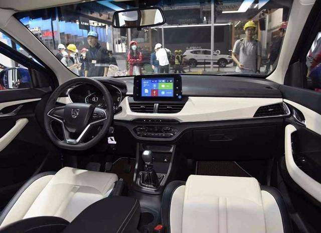 国内首辆宝骏360到店实拍,比旁边的730还帅气,预售6-8万元!