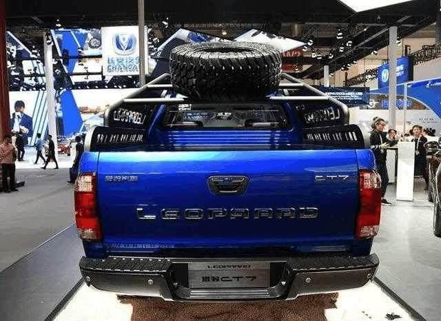 5.3米长车身油耗仅7L,号称开不坏的国产越野车,霸气不输牧马人