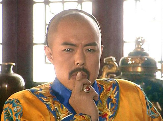当年因为这部《还珠格格》,张铁林的乾隆名噪一时,作为经典的皇阿玛