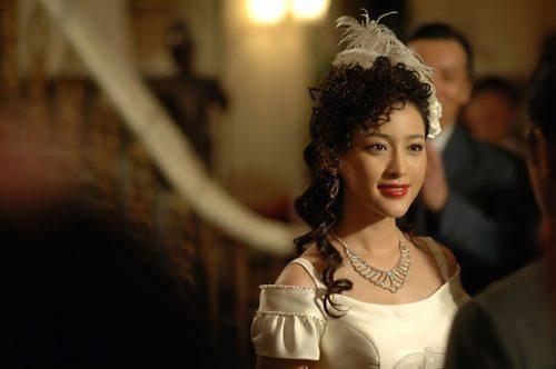她是翻版梅艳芳,因拒绝潜规则削发为尼,却为了父母