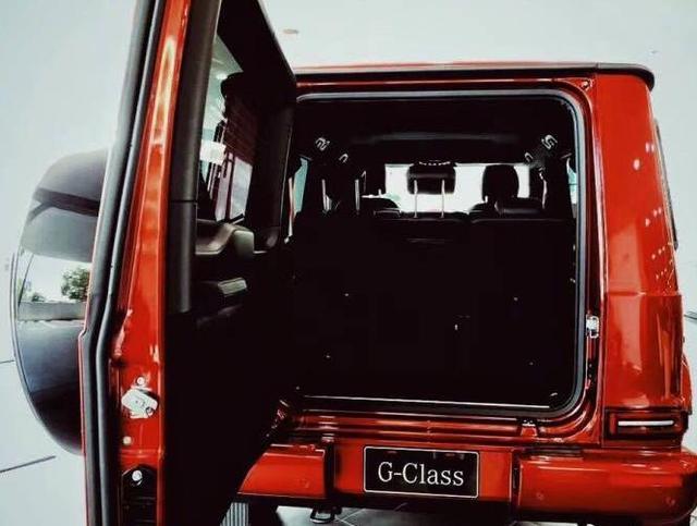 全新19款奔驰G中国红版登场 开这车回头率爆表