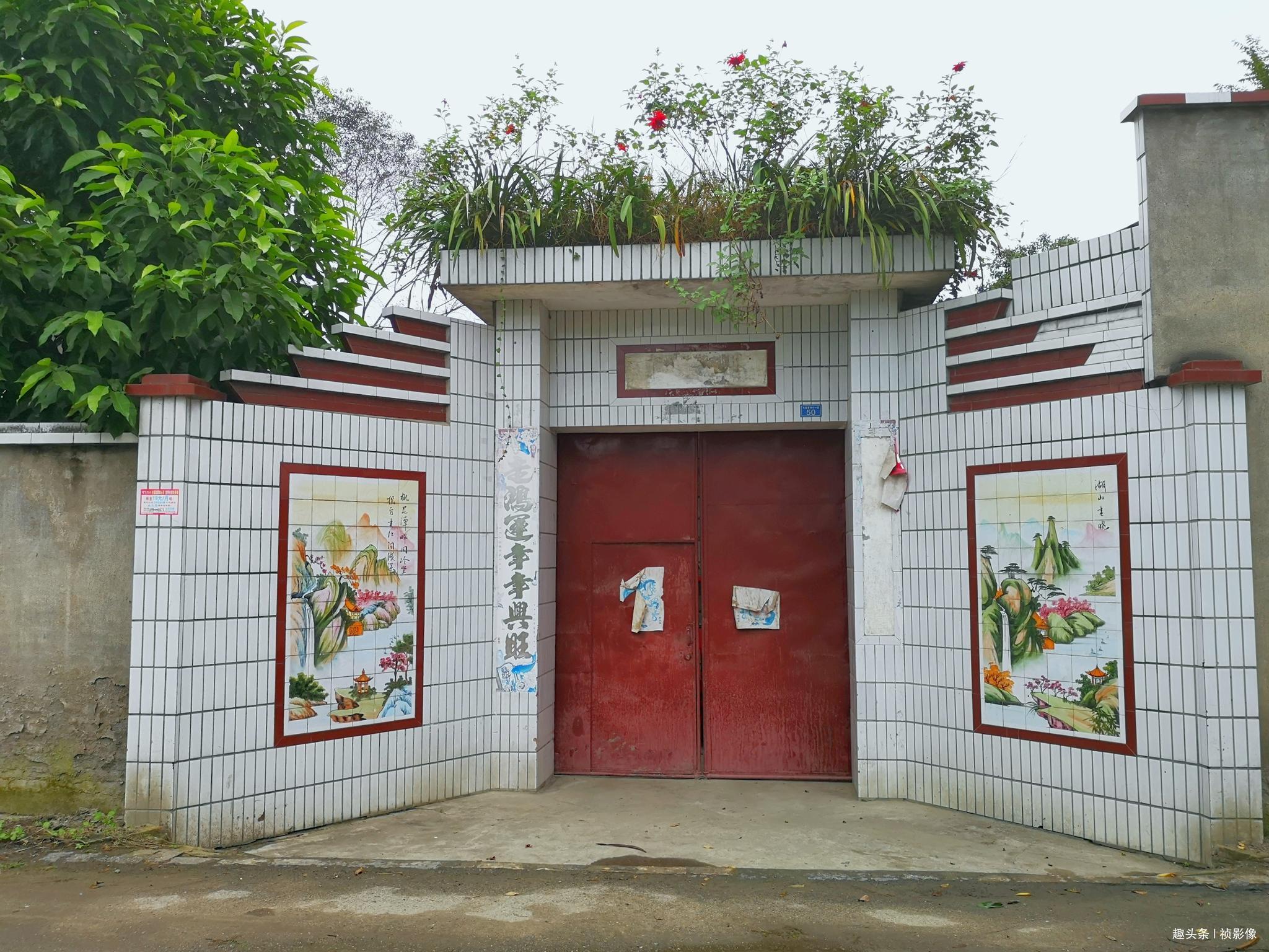 实拍四川农村8个农家小院大门,看看和你家有啥不一样!