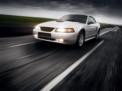<em>接近</em><em>角</em>指汽车满载静止时,前端突出点向前轮所引切线与地面的夹角