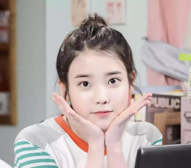 那我们今天就来聊聊这位韩国的国民妹妹吧~~小编妹妹还蛮喜欢听iu的歌