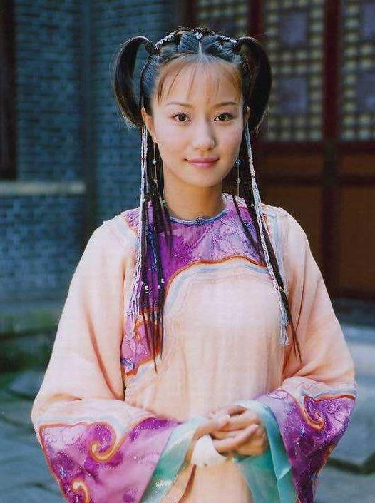 出产道17年, 张公营独壹女学徒却捧不红, 同伙靳东方拥有望成女版靳东方