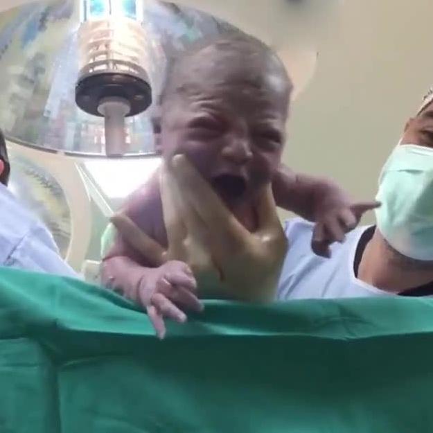 我宝宝出生30天,但是最近看他大便好像很困难的样子,每次拉大便之前都图片