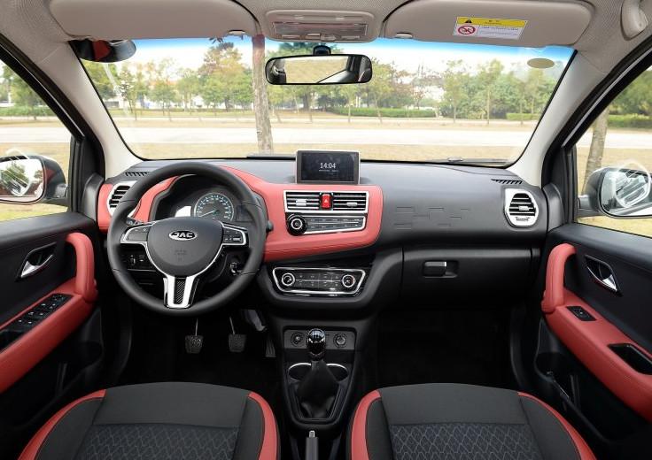 最便宜的SUV!售价3.98W,外挂备胎轴距2.3米,全系1.3L自吸
