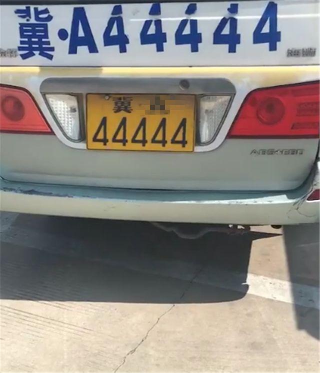 河北偶遇一排金杯海狮面包车,本不会注意,但车牌全是连号!