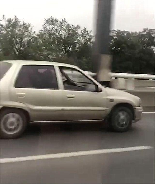 天津高速偶遇一辆夏利N3,本不会太惊讶,但车牌实在太吸睛了!