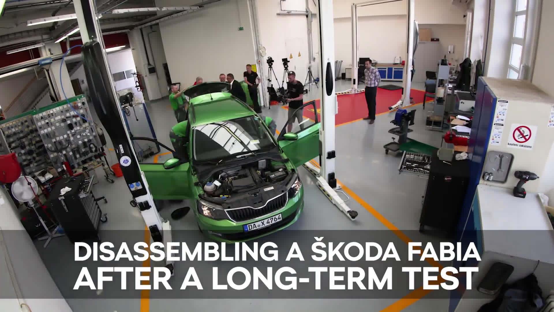 这台绿色的斯柯达晶锐 FABIA COMBI 刚刚完成了为期两年的穿越欧...