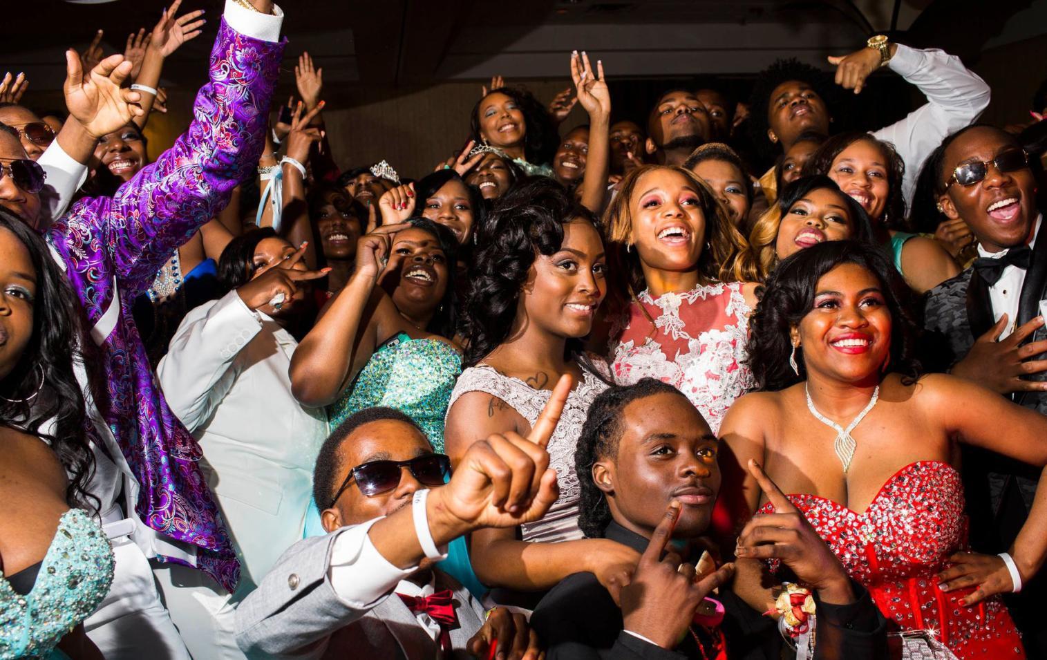 长春失业率最高城市的高中生毕业舞:派对富二代办仿佛美国2016成绩高中图片