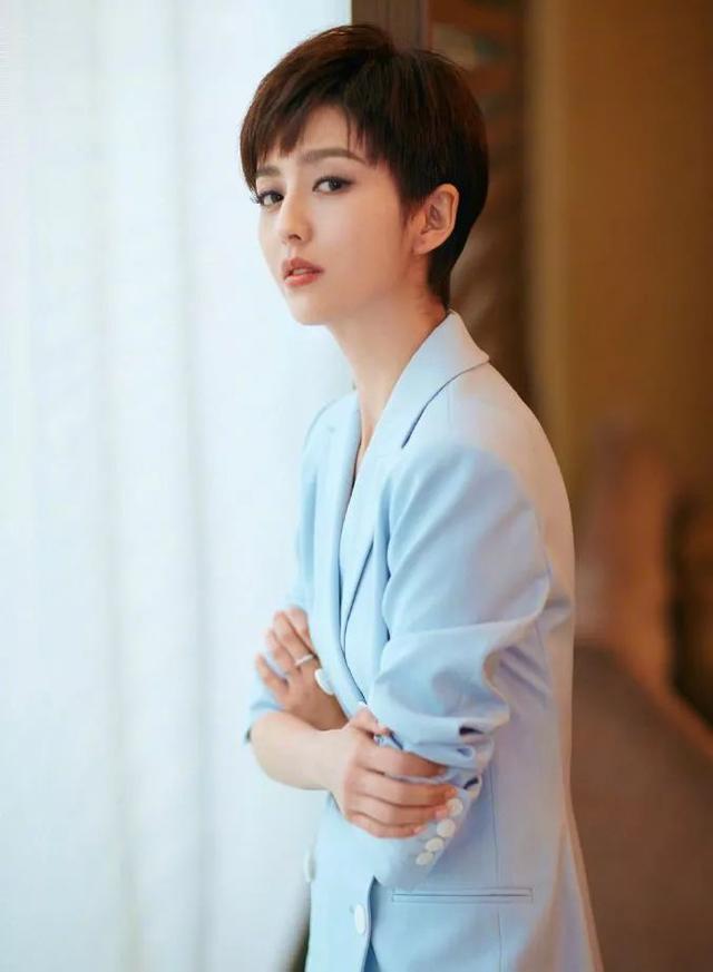 佟丽娅短发不光很美还可以很帅气 新剧女扮男装令人期待