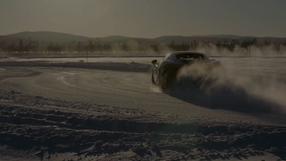 雪地漂移!开上迈凯伦去北极圈转转,在冰天雪地里开着超跑飘移是种怎样的体验...