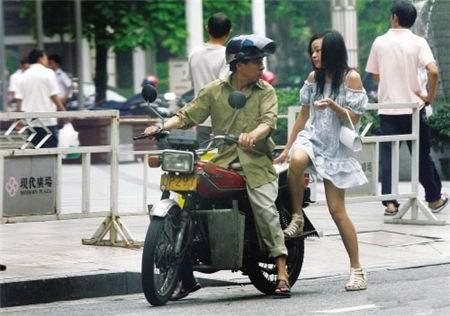 为什么摩的司机都用125摩托车而不是100,小排量不是更省油吗?