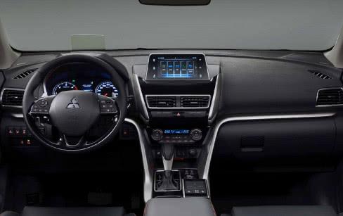 2.2T配8AT,科技感不输BBA,三菱全新SUV东山再起