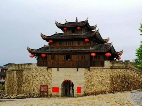 这个古镇是福建历史最悠久的古镇之一,那里的豆腐很好吃