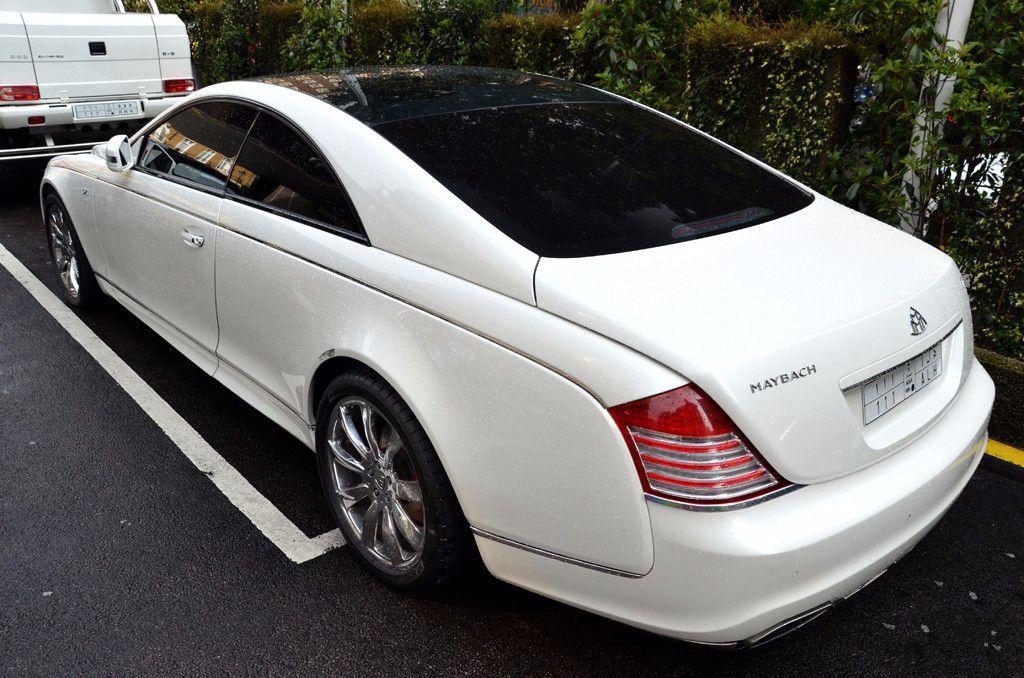 不需要请司机开的迈巴赫,坐在车内,戴300万的名表才配