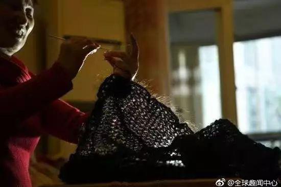 并用这些头发编织成了1件衣服,2顶帽子及一根100米的绳子.